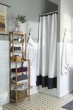 An organized bathroom is a happy bathroom! Create a place for everything - even in a small bathroom - with an IKEA RÅGRUND shelving unit. The RÅGRUND shelving unit is made from bamboo, which is a hardwearing natural material.