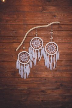 This beautiful dream catcher wall hanging will make a beautiful decoration for a girls bedroom. This stunning hand crafted boho wall art will bring a cozy feeling to the space. Anywhere around the house, this bohemian dream catcher will please your eye. Grand Dream Catcher, Beautiful Dream Catchers, Large Dream Catcher, Feather Dream Catcher, Bohemian Wall Decor, Bohemian Living, Bohemian Homes, Diy Tumblr, Suncatcher