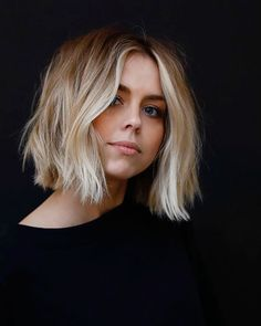 Our collection of short hair trends will surprise you. You will see all the faves among celebrities. Get inspired for your own trendy short cut. hair Frisuren 36 Latest Short Hair Trends for Winter 2017 - 2018 Ombré Hair, New Hair, Your Hair, Messy Hair, Messy Curls, Hair Bangs, Undercut Hair, Choppy Hair, Choppy Lob