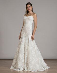 LIANCARLO lace trumpet wedding dress from Fall 2016 | https://www.theknot.com/content/liancarlo-wedding-dresses-bridal-fashion-week-fall-2016