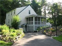 111 Duncaster Rd, Bloomfield, CT 06002