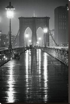 Photographer Oleg Lugovskoy captures the visual urban poetry of New York City with this iconic image of a rain slick Brooklyn Bridge at night in glorious black and white. Black And White Picture Wall, Black And White Pictures, New York Black And White, Black White, Brooklyn Bridge, Brooklyn Nyc, Julia Gomes, B&w Wallpaper, New York City