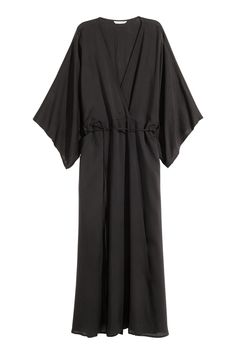 Black. Long dress in soft, woven fabric in a Tencel® lyocell blend. Low-cut V-neck at front, wide 3/4-length kimono-style sleeves, and side pockets. Conceal