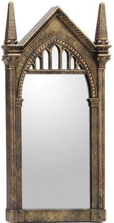This collection of projects will help you create the ultimate Harry Potter scavenger hunt. Perfect for a gift reveal, or just because. Harry Potter Mirror, Harry Potter Library, Theme Harry Potter, Harry Potter Room, Harry Potter Birthday, Harry Potter Hogwarts, Harry Potter Activities, Harry Potter Bricolage, Harry Potter Halloween Costumes