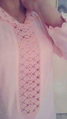 Such detai. Morrocan Kaftan, Moroccan Dress, Mode Abaya, Kurti Neck Designs, Dress Trousers, Formal Suits, Islamic Clothing, Indian Designer Wear, Mode Style