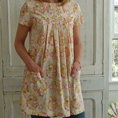 My grandma made her and I a matching smock like this when I was little! Maternity Tops, Maternity Fashion, Maternity Dresses, Stylish Dress Book, Stylish Dresses, Sewing Clothes, Diy Clothes, Japanese Sewing Patterns, Girls Wardrobe