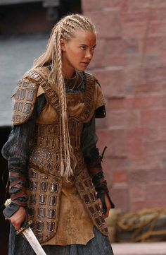 More leather armor! I like this for the Outlaws because, honestly, where would they get chain mail or plate armor? Female Armor, Female Knight, Lady Knight, Fantasy Armor, Medieval Fantasy, Fantasy Hair, Warrior Princess, Larp, Vikings