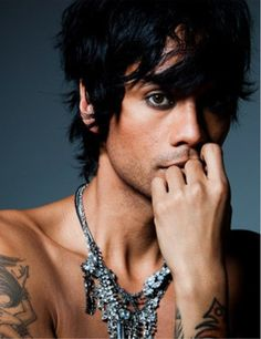 Sutan Amrull (Raja) is the most beautiful and physically graceful man in the world. He has topped my long-time favorite of Jude Law.