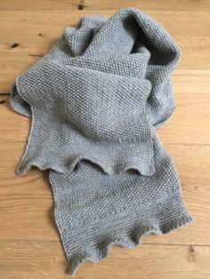 : Unisex sjaal die bij bijna elke kleding past! , Neuen : Unisex sjaal die bij bijna elke kleding past! , Neuen : Unisex sjaal die bij bijna elke kleding past! Clothes Dye, Diy Clothes, Crochet Blanket Patterns, Knitting Patterns, Diy Scarf, Moda Emo, Easy Knitting, Knitted Shawls, Beautiful Crochet