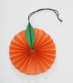 Hanging Citrus Fruit Paper Craft for Kids – Buggy and Buddy – Artsupplies Diy Crafts For Adults, Paper Crafts For Kids, Paper Crafting, New Year's Crafts, Diy Arts And Crafts, Harvest Festival Crafts, Orange Craft, New Year Diy, Fruit Crafts