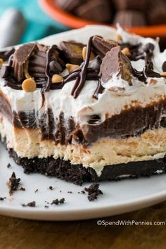 This is the best peanut butter dessert I've ever had! Peanut Butter Lasagna is a light and rich no bake dish with layers of chocolate, fluffy peanut butter and whipped topping all nestled on top of an Oreo cookie crust. Layered Desserts, Easy No Bake Desserts, Köstliche Desserts, Best Dessert Recipes, Delicious Desserts, Pudding Desserts, Easy Recipes, Light Desserts, Holiday Desserts