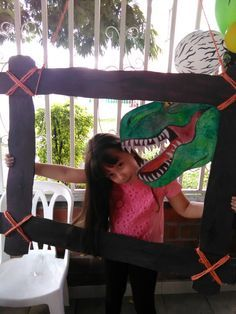 Fiesta dinosaurios// marco para fotos Park Birthday, Dinosaur Birthday Party, 4th Birthday Parties, Birthday Ideas, Jurassic Park Party, Fete Laurent, Die Dinos Baby, Dinosaur Photo Booth, Party Ideas