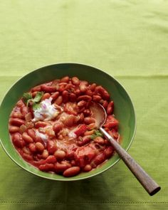 This vegetarian chili is light yet hearty. Perfect for a weeknight dinner, it comes together in minutes with ingredients you might have handy in your pantry.Get Sam's Vegetarian Bean Chili Recipe Vegetarian Bean Chili, Vegetarian Recipes, Healthy Recipes, Veggie Chili, Veggie Recipes, Healthy Foods, Healthy Heart, Vegetarian Dinners, Skinny Recipes