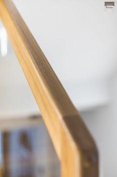 Schody dywanowe, balustrada szklana. Realizacja w Rybniku – Sob-Drew Schody drewniane Interior Stair Railing, Home Stairs Design, House Stairs, Kuta, Room Decor, Columns Inside, Staircases, Trapillo, Ideas