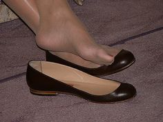 Pantyhose Outfits, Pantyhose Heels, Sexy Legs And Heels, Sexy High Heels, Cute Shoes Flats, Women With Beautiful Legs, Gorgeous Feet, Sexy Toes, Female Feet