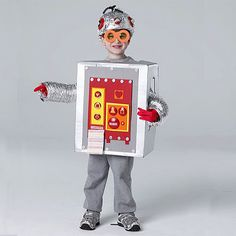Homemade Halloween costume ideas for kids: Robot costume made with a box and craft supplies Robot Halloween Costume, Halloween Mono, Robot Costumes, Diy Halloween Costumes For Kids, Halloween Customs, Halloween Stuff, Homemade Robot, Manualidades Halloween, Diy Robot