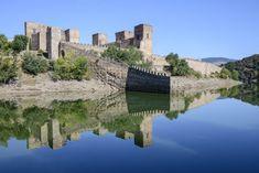 Buitrago de Lozoya Places In Spain, Places To Visit, Famous Castles, Castle House, Beautiful Castles, Fortification, Medieval Castle, Spain Travel, Amazing Destinations