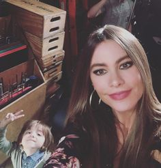 Modern Family: Sofia Vergara Documents Season 8's Last Shooting Day with Photos