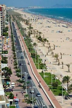 Valencia beach line Places In Spain, Places To Go, Valencia Beach, Rioja Spain, Cities, South Of Spain, Hidden Places, Wonderful Picture, Tuscany Italy