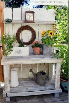 Potting Bench Decorated for Fall still no Mantel- Potting Bench Decorated for Fall still no Mantel Pflanztisch gekälkt - Outdoor Projects, Garden Projects, Diy Projects, Outdoor Decor, Potting Station, Potting Tables, Rustic Potting Benches, Pallet Potting Bench, Farmhouse Bench