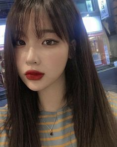 BTS - The sister of an idol BTS - La soeur d'un idol I am jaehin I am 19 years old… my brother is a celebrity to tell the truth… # Fanfiction # amreading # books # wattpad Asian Cute, Cute Korean Girl, Asian Girl, Korean Bangs Hairstyle, Hairstyles With Bangs, Korean Makeup Look, Asian Makeup, Korean Beauty Girls, Asian Beauty