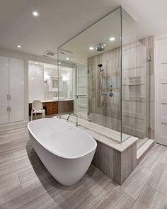 Mudar um móvel, colocar pastilhas em uma área, investir na decoração do espelho são algumas dicas para transformar o visual do seu banheiro. Clique na imagem e saiba mais!