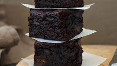 As well as making it extra-rich and moist, dates make these brownies a whole lot better fo Ultimate Chocolate Brownie Recipe, Best Chocolate Cake, Chocolate Brownies, Brownie Recipes, Cookie Recipes, Dessert Recipes, Desserts, Date Brownies, No Bake Brownies
