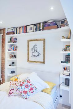 Building multiple shelves on to #GyprocHabito plaster is a hassle free solution to storing and displaying your books. See the benefits of using #GyprocHabito over your standard plasterboard here http://www.roomsmadeforyou.british-gypsum.com/solutions/gyproc-habito.aspx