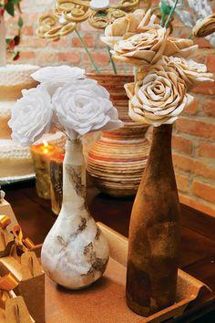 Decoração toda feita com filtro: flores e vasos!