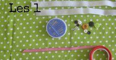 Heb jij ook een naaimachine (van oma?) op zolder staan en weet je niet goed wat je ermee moet? Zie je overal de mooiste creaties langskome... Blog Online, Crotchet, Patterns, Sewing, Creative, Fabric, Diy, La Mode, Block Prints