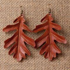 Pendientes de cuero con la forma de la hoja de Quercus pyrenaica