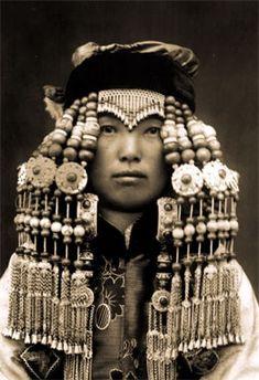 Mongolian woman. ca. 1933 - 1937 . ©Hélène Hoppenot