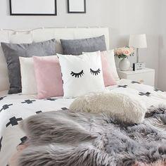 Después de leer las palabras de @estoreta (Esther) hoy os animo más que nunca a perseguir vuestros sueños (ver mis histories) y a intentar dedicar todo el tiempo que podamos en lo que de verdad nos guste... no es fácil pero solo así conseguiremos ser más felices y dejaremos de criticar cosas sin sentido ¡¡¡buenas noches amores!!! . . . #home #myhome #bedroom #bedroomdecor #bedroominspo #dormitorio #decoracion #decoration #deco #decohome #homedecor #homedeco #nordic #nordicstyle…