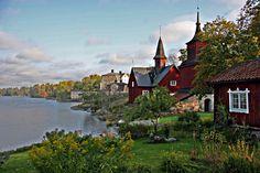 Fagervik - Suomen yksi kauneimmista kansallismaisemista. Olisin halunnut tänään ottaa samasta kohtaa valokuvan, josta Magnus Von Wright maalasi kuuluisan maalauksensa, mutta en uskaltanut lähteä sateisella säällä liukastelemaan luikkaille kallioille. Tämä valokuva on siis hieman eri kohdasta kuin maalaus.