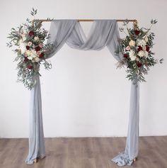 Simple Wedding Arch, Indoor Wedding Arches, Indoor Wedding Ceremonies, Wedding Ceremony Backdrop, Diy Wedding Arch Flowers, Wedding Arch Rustic, Winter Wedding Arch, Grey Wedding Decor, Wedding Columns