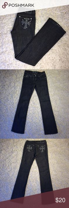 Dark Wash with Cross Embroidery Boot Cut Jeans Size 3. Selling because they are a tad too tight around my waist (I'm currently wearing 4-6, prefer mine a little loose). Therefore, I'd recommend to someone who is a size 2 vs 4. 🛍Bundle 3 or more items and receive 30% off!👍 Always open to reasonable offers. Grace in LA Jeans Boot Cut