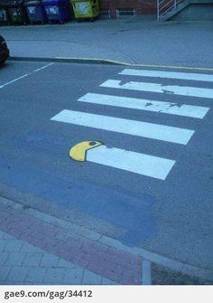 Pacman devoured crosswalk  횡단보도를 먹어치우는 팩맨