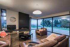 Escea's DX1000 gas fireplace... Space created by Cymon Allfrey Architects. Love!!