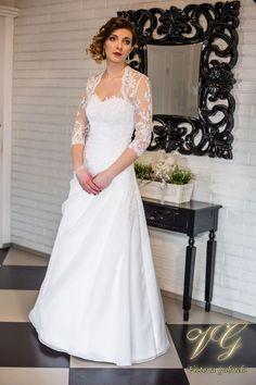 Suknia ślubna nr 12 z kolekcji Lumiere #victoriagabriela #weddingdress