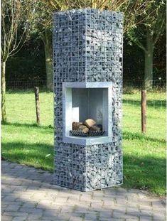 Садовый камин из габионной сетки.