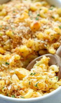 Skinny Cauliflower Mac and Cheese - A lightened-up version that you can eat guilt-free! It's comfort food! Cheese Recipes, Pasta Recipes, Dinner Recipes, Cooking Recipes, Healthy Mac N Cheese Recipe, Risotto Recipes, Spinach Recipes, Veggie Recipes, Cauliflower Mac And Cheese