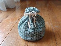 まとまった余りのコットン糸があったので、簡単な巾着を編んでみました。