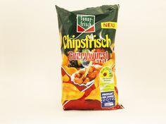 Chipsfrisch Currywurst-Style heißen die Chips aus dem Hause funny-frish, die eine Brücke zwischen echter Currywurst und Chips aufbauen wollen. Dabei setzt die Firma vor allem darauf, den Geschmack der würzigen Sauce mithilfe einer pikanten Tomatennote und Currypulver nachzuahmen. Für die Herstellung der Chips werden nur Kartoffeln aus kontrolliertem Anbau verwendet, auch auf Zusatz- oder Konservierungsstoffe verzichtet funny-frish. #funnyfrish #chipsfrisch #currywurst #style #chips #snacks…