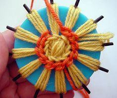 flower loom how to/// tricotin pour faire des fleurs Spool Knitting, Loom Knitting Projects, Loom Knitting Patterns, Yarn Projects, Kids Knitting, Knitting Ideas, Crochet Projects, Loom Flowers, Crochet Flowers