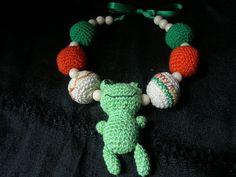 Qué tal te parece este diseño único  colorido? Recuerda que puedes hacer pedidos en nuestra página web. #Gargantilla #crochet #accesorio