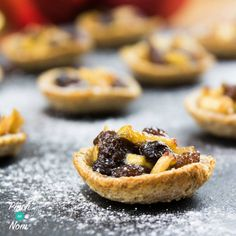 These 1 Syn Mince Pies are a real treat! There's no need to miss out on the Christmas favourites when you're on Slimming World Slimming World Desserts, Slimming World Diet, Slimming Eats, Slimming World Recipes, Slimming World Mince Pies, Mini Christmas Cakes, Christmas Party Food, Christmas Buffet, Xmas