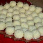Puding kuglice (Rafaelo bez mlijeka u prahu :) Cookie Recipes, Dessert Recipes, Bread Recipes, Bosnian Recipes, Kolaci I Torte, Lava Cakes, Sweet Cakes, Creative Food, Cake Cookies