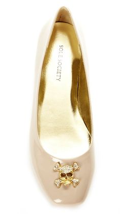 if I HAVE to endure flats these would be the ones! Ugly Shoes, Cute Shoes, Me Too Shoes, Shoe Boots, Shoes Heels, Flats, Sandals, Walking In High Heels, Glass Slipper