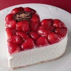 Heart shaped cheesecake with glazed strawberries. Yummy Treats, Delicious Desserts, Sweet Treats, Dessert Recipes, Yummy Food, Cupcakes, Cupcake Cakes, Do It Yourself Food, Strawberry Cheesecake