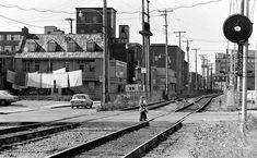 La rue du Prince-Édouard, dans le quartier Saint-Roch, en 1975. Saint Roch, Prince, Canada, Close To Home, Quebec City, Rue, Images, Quoi Porter, Industrial